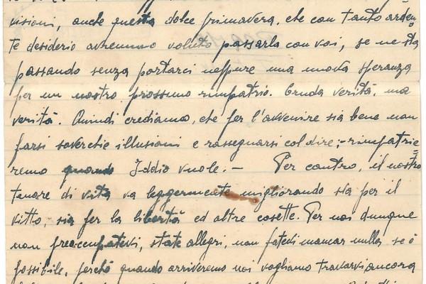 """""""Il governo italiano ci considera forse elementi pericolosi o criminali?"""". In attesa del rimpatrio."""